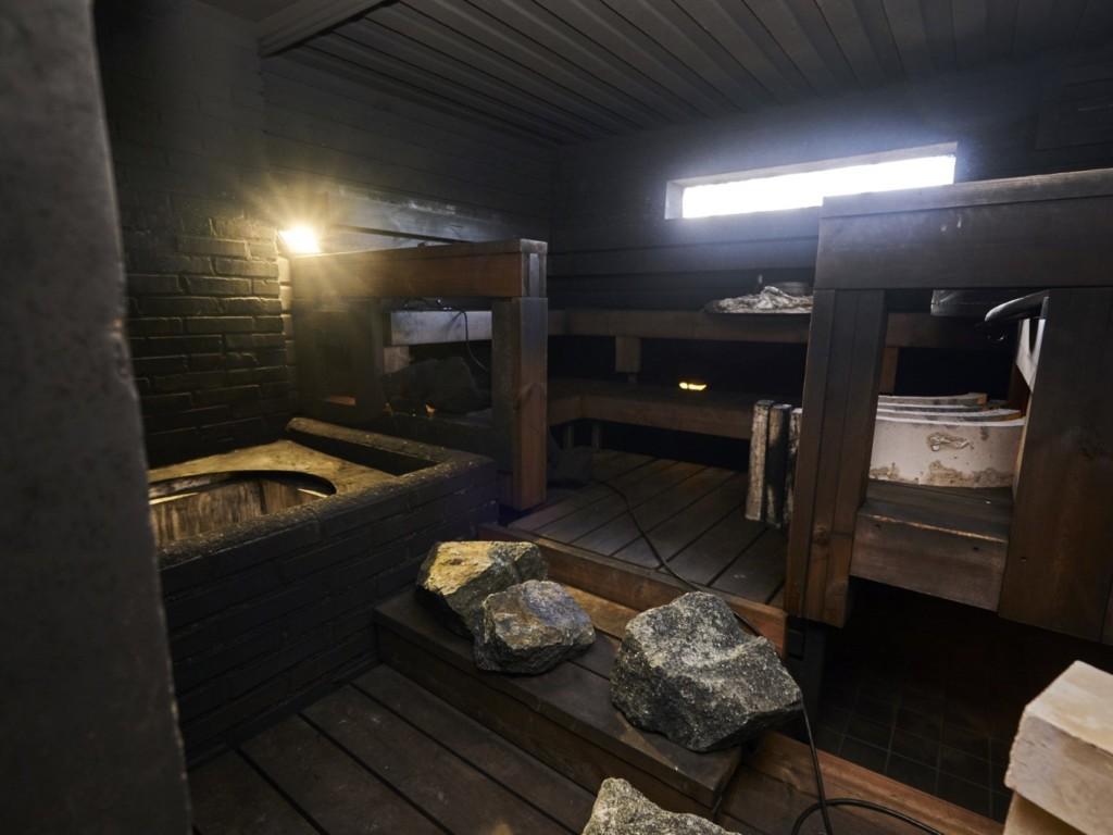 Saunaseura kivien vaihto